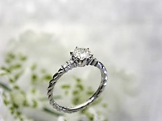 クオリティの高いダイヤを活かした母の婚約指輪をリフォーム